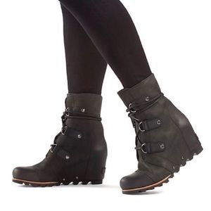 Sorel Joan of Arctic Wedge Boots Mid Grill Black